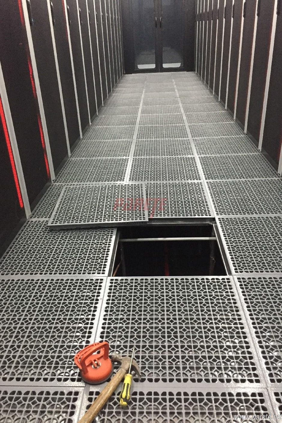 Parete raised access floor system national data center calcium national data center raised floor ppazfo