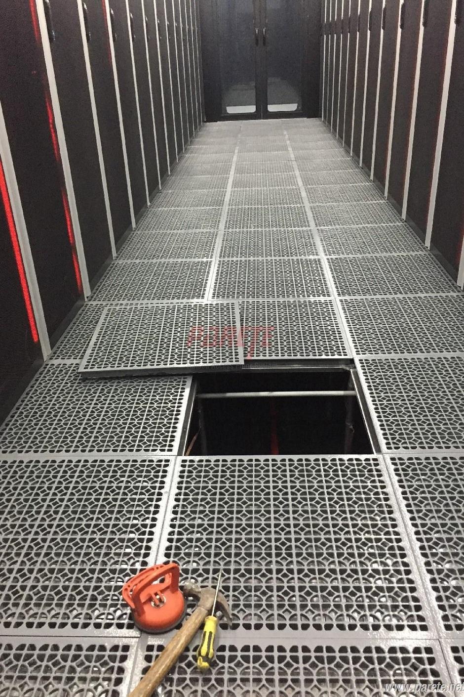 Parete raised access floor system national data center calcium national data center raised floor dailygadgetfo Choice Image